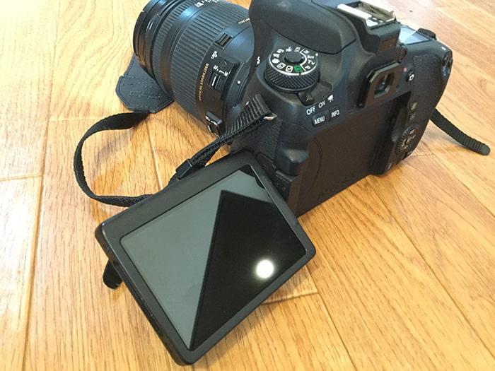 一眼レフカメラバリアングル液晶モニター