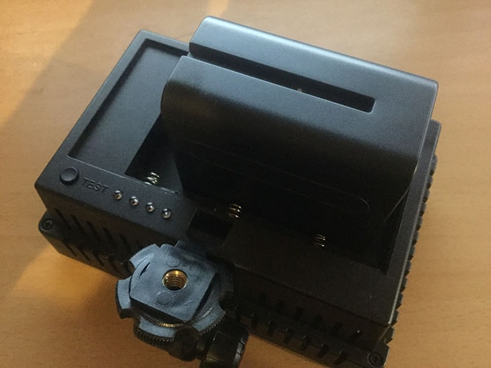 LEDビデオライト 初心者向けの簡易照明を使った物撮り入門