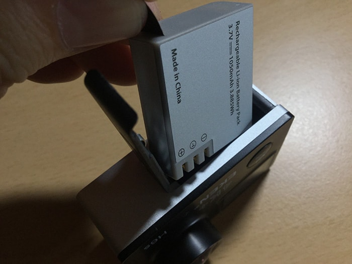 アクションカメラEKEN H6s バッテリーの出し方
