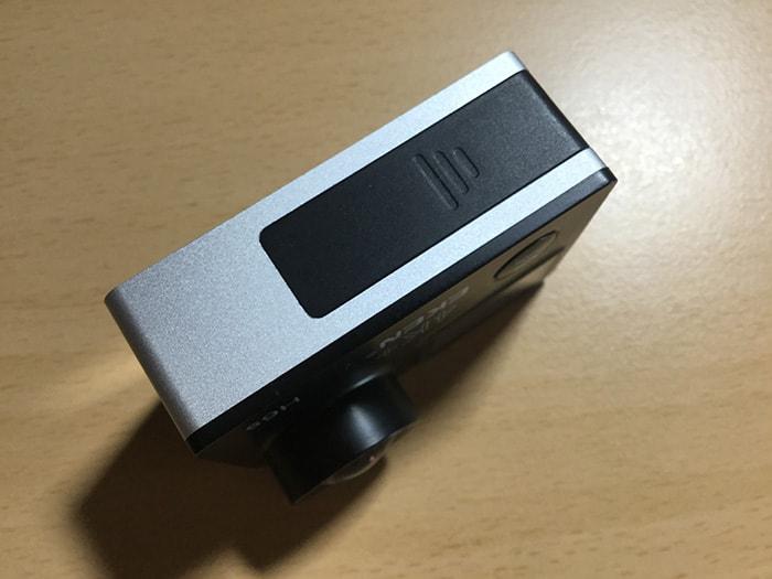 アクションカメラEKEN H6s バッテリーの入れ方