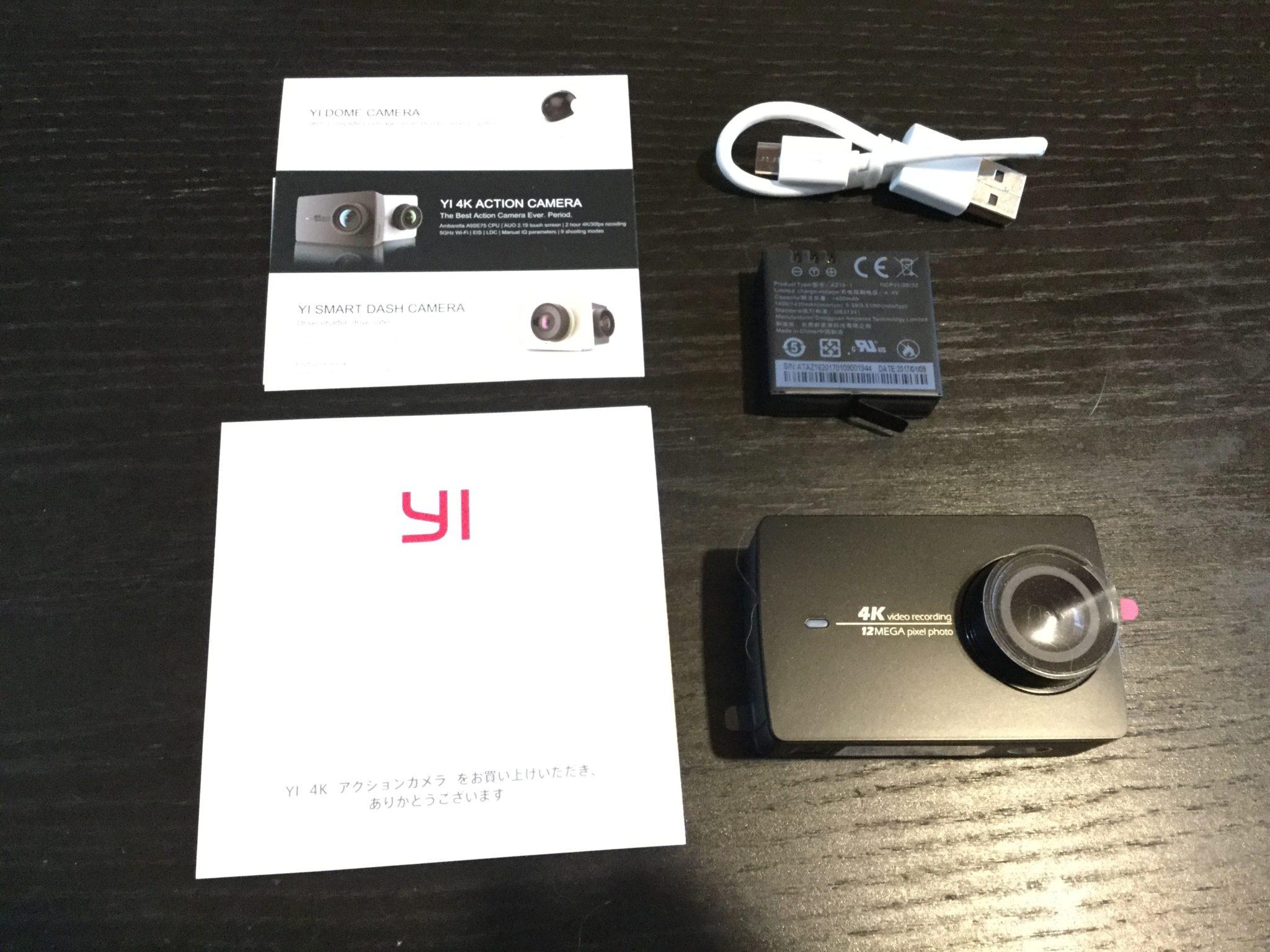 本体と付属品 YI 4Kアクションカメラ