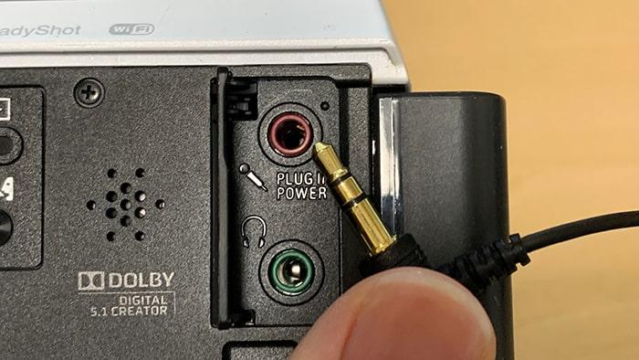 ビデオカメラにマイクを接続する方法